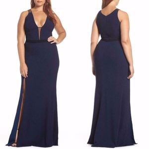 DRESS THE POPULATION Lana NAVY Plunging Neck GOWN